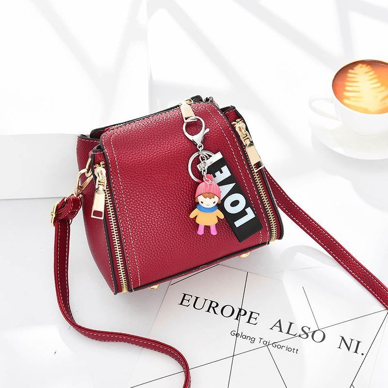 JT062B IDR.159.000 MATERIAL PU SIZE L17XH16XW11CM WEIGHT 550GR COLOR RED