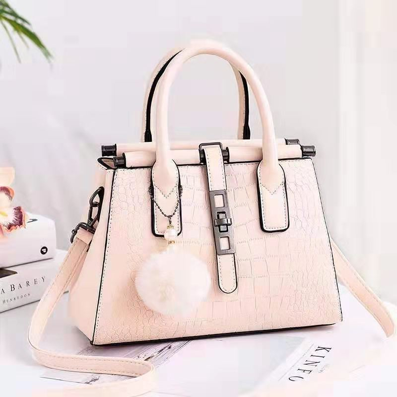 JT0690 IDR.177.000 MATERIAL PU SIZE L28XH21XW11CM WEIGHT 850GR COLOR BEIGE