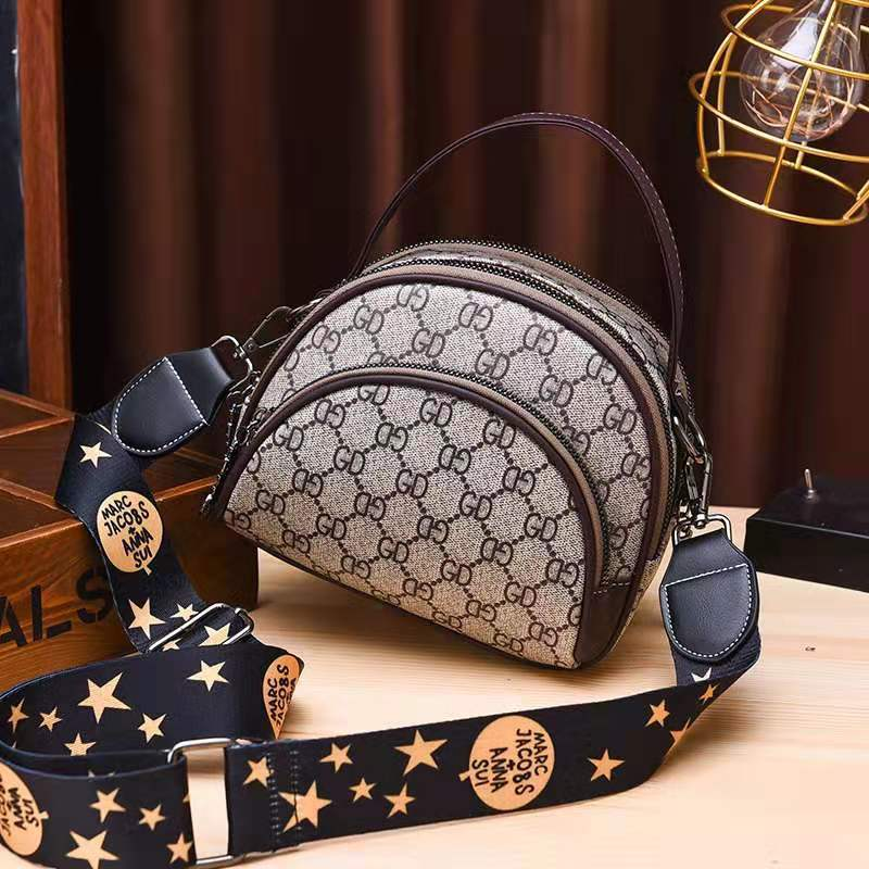 JT07003 IDR.150.000 MATERIAL PU SIZE L19XH15XW8CM WEIGHT 500GR COLOR GDCOFFEE