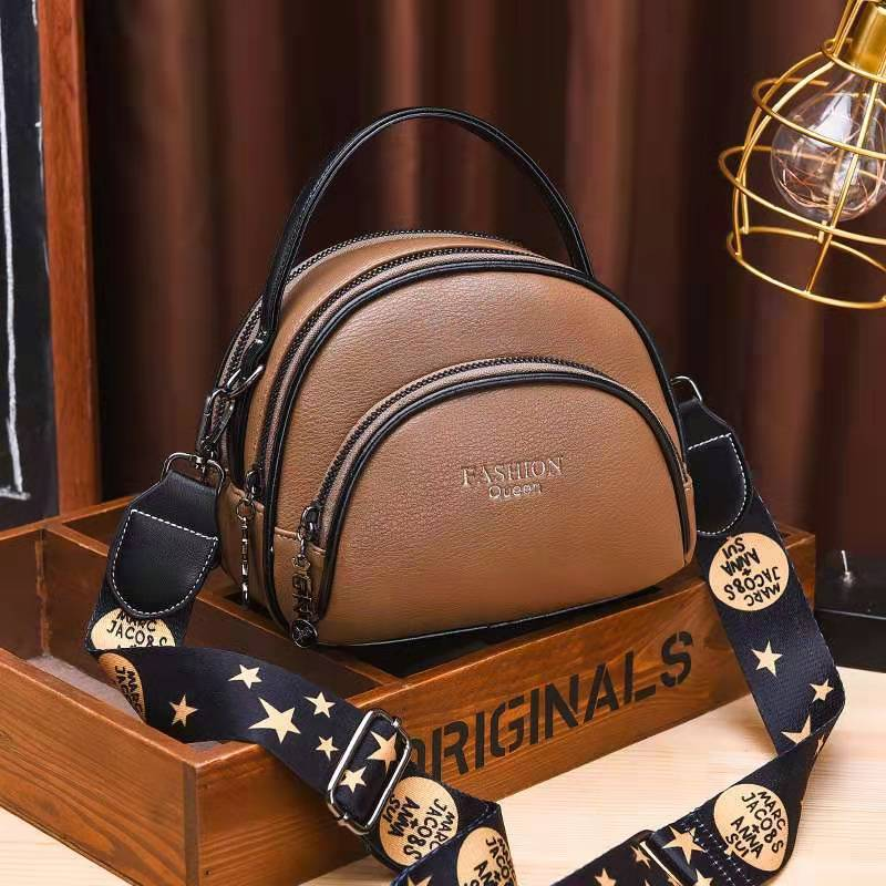 JT07003 IDR.150.000 MATERIAL PU SIZE L19XH15XW8CM WEIGHT 500GR COLOR KHAKI