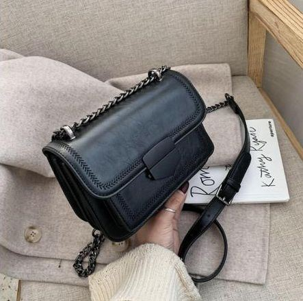JT07150 IDR.182.000 MATERIAL PU SIZE L20.5XH14XW7.5CM WEIGHT 690GR COLOR BLACK