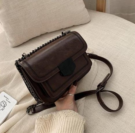 JT07150 IDR.182.000 MATERIAL PU SIZE L20.5XH14XW7.5CM WEIGHT 690GR COLOR COFFEE