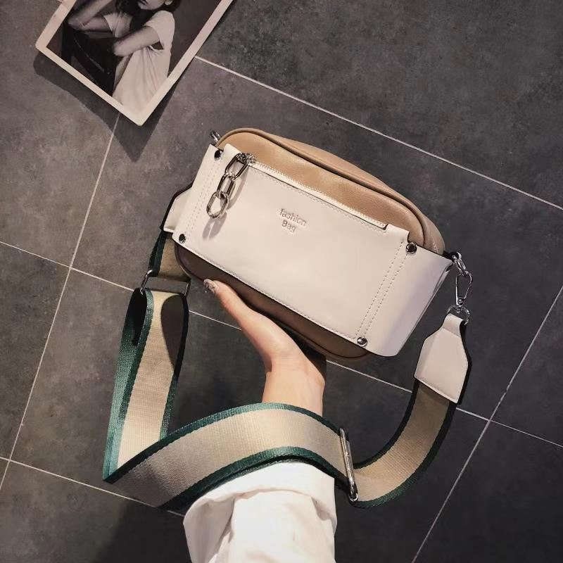 JT07649 IDR.160.000 MATERIAL PU SIZE L26XH17XW11CM WEIGHT 550GR COLOR KHAKI