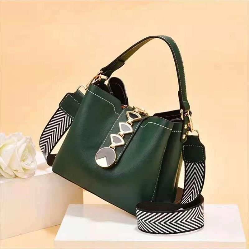 JT0880 IDR.184.000 MATERIAL PU SIZE L20XH17.5XW12CM WEIGHT 700GR COLOR DARKGREEN