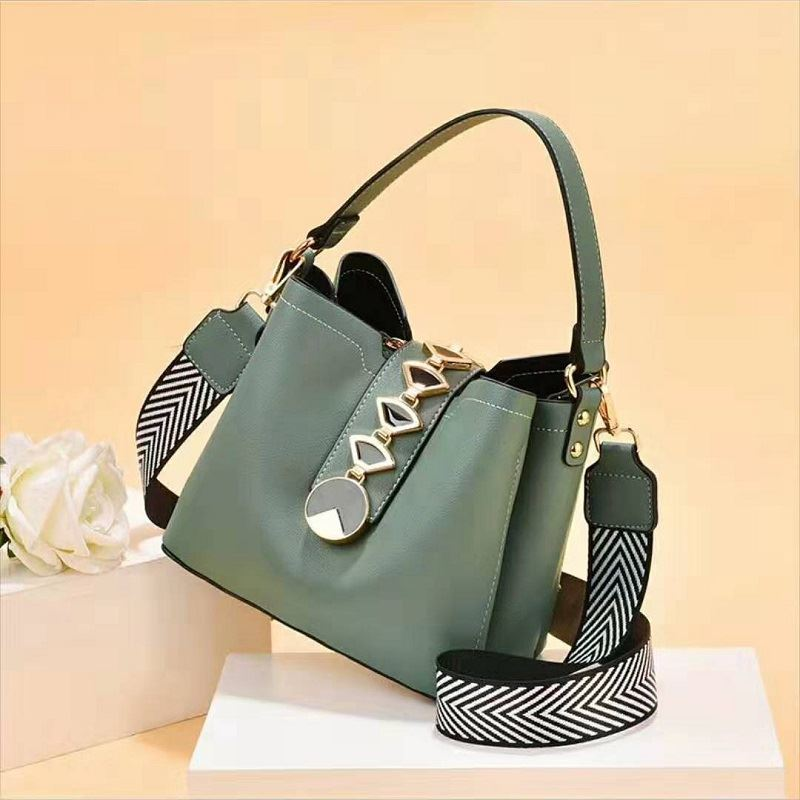 JT0880 IDR.184.000 MATERIAL PU SIZE L20XH17.5XW12CM WEIGHT 700GR COLOR LIGHTGREEN