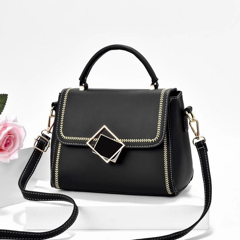 JT0898 IDR.149.000 MATERIAL PU SIZE L23XH19XW8CM WEIGHT 550GR COLOR BLACK