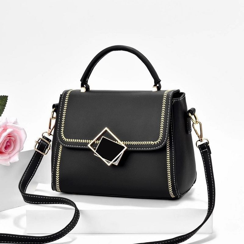 JT0898 IDR.155.000 MATERIAL PU SIZE L23XH19XW8CM WEIGHT 550GR COLOR BLACK