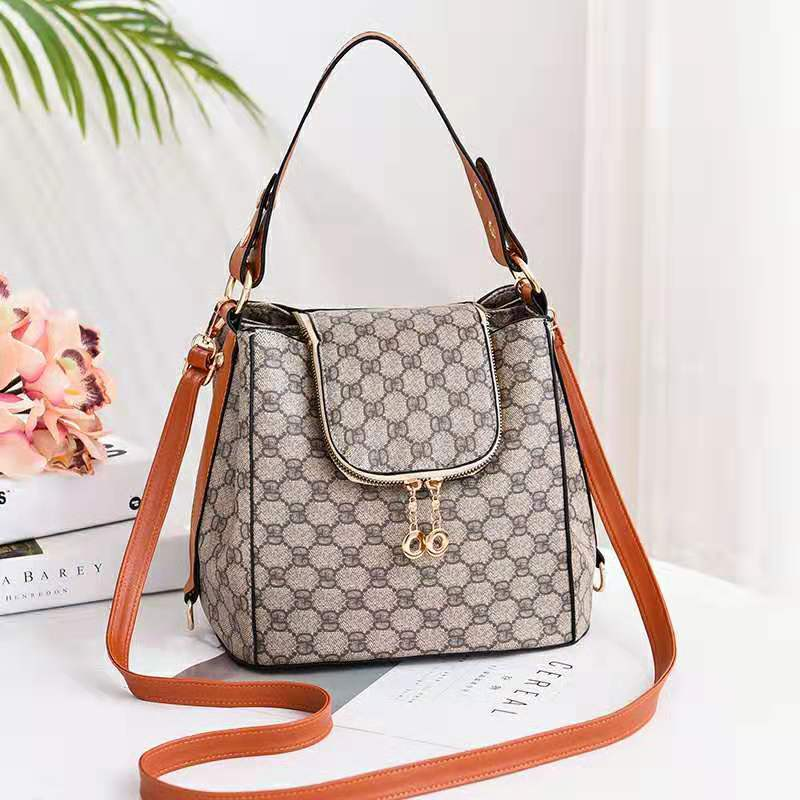 JT0906 IDR.198.000 MATERIAL PU SIZE L26XH21XW19CM WEIGHT 750GR COLOR GDBROWN