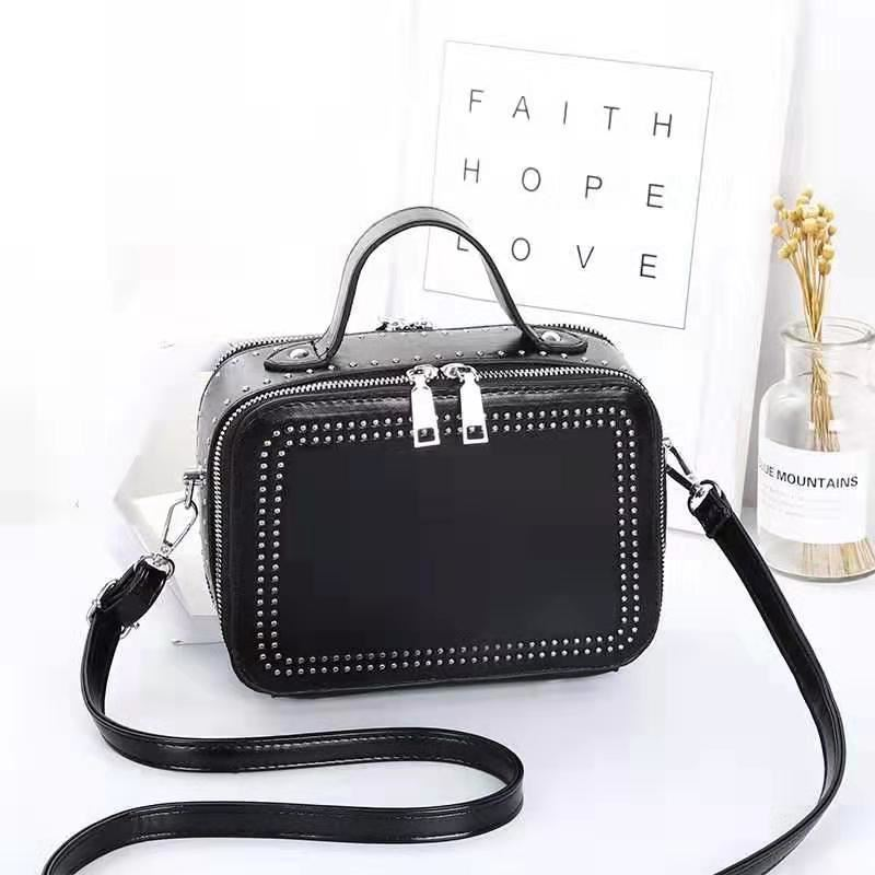 JT0926 IDR.155.000 MATERIAL PU SIZE L21XH15.5XW10CM WEIGHT 650GR COLOR BLACK