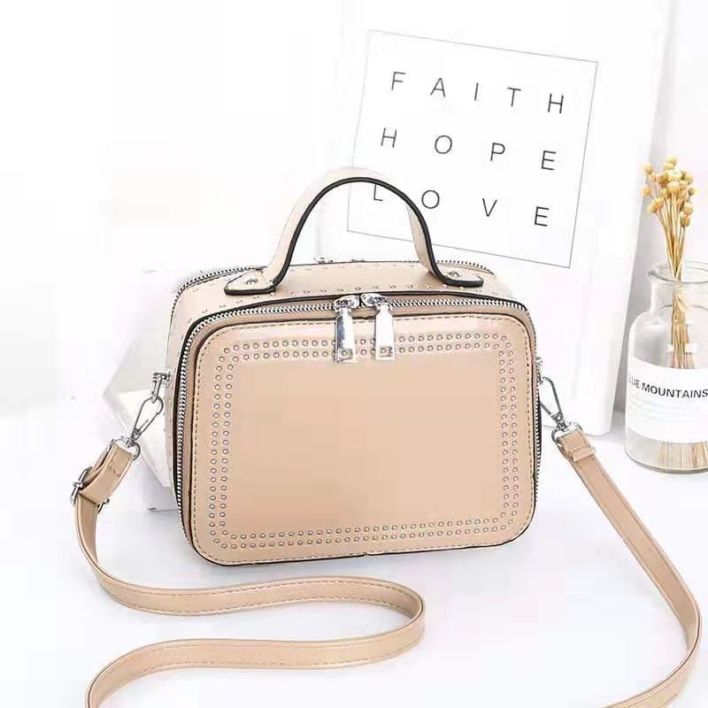 JT0926 IDR.155.000 MATERIAL PU SIZE L21XH15.5XW10CM WEIGHT 650GR COLOR KHAKI