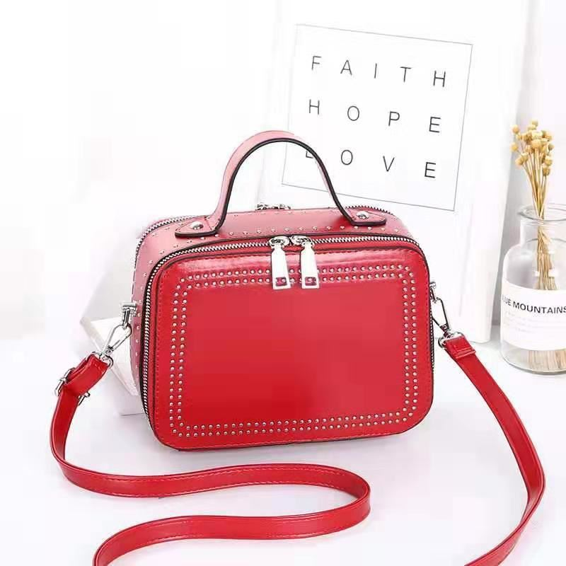 JT0926 IDR.155.000 MATERIAL PU SIZE L21XH15.5XW10CM WEIGHT 650GR COLOR RED