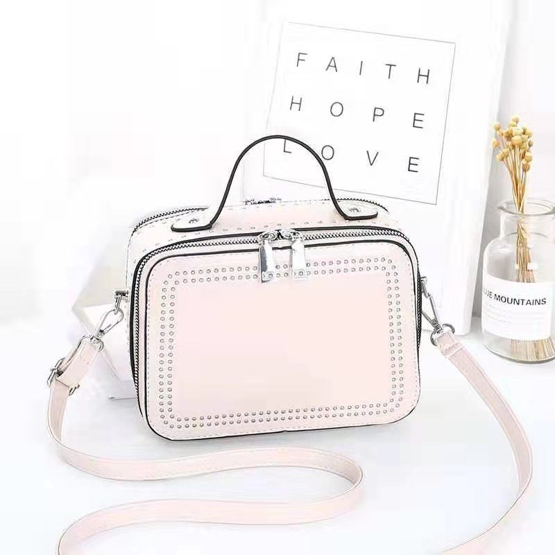 JT0926 IDR.155.000 MATERIAL PU SIZE L21XH15.5XW10CM WEIGHT 650GR COLOR WHITE