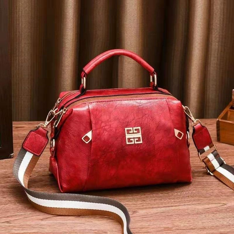JT09318 IDR.152.000 MATERIAL PU SIZE L25XH18XW13CM WEIGHT 550GR COLOR RED