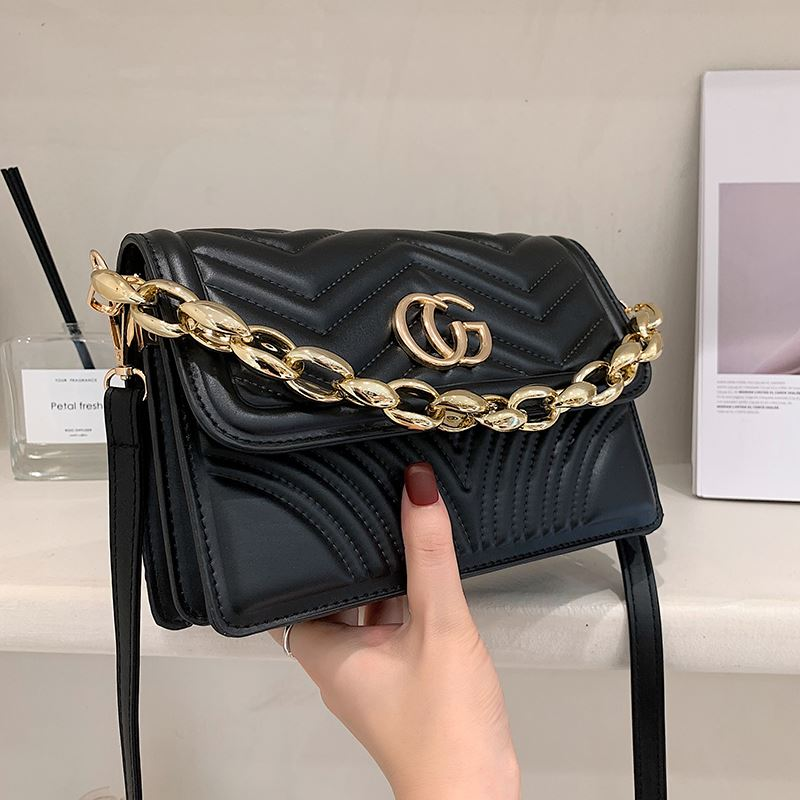 JT10120 IDR.159.000 MATERIAL PU SIZE L22XH15XW7.5CM WEIGHT 550GR COLOR BLACK