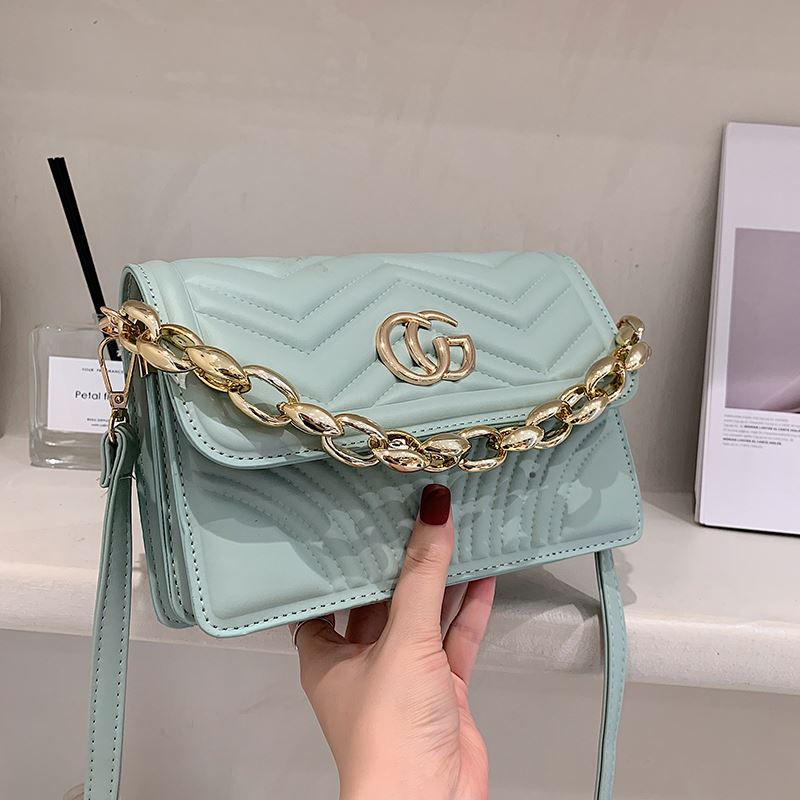 JT10120 IDR.159.000 MATERIAL PU SIZE L22XH15XW7.5CM WEIGHT 550GR COLOR GREEN