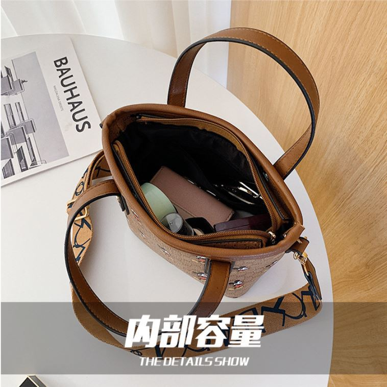 JT10945 IDR.167.000 MATERIAL PU SIZE L18XH18XW10CM WEIGHT 500GR COLOR BROWN