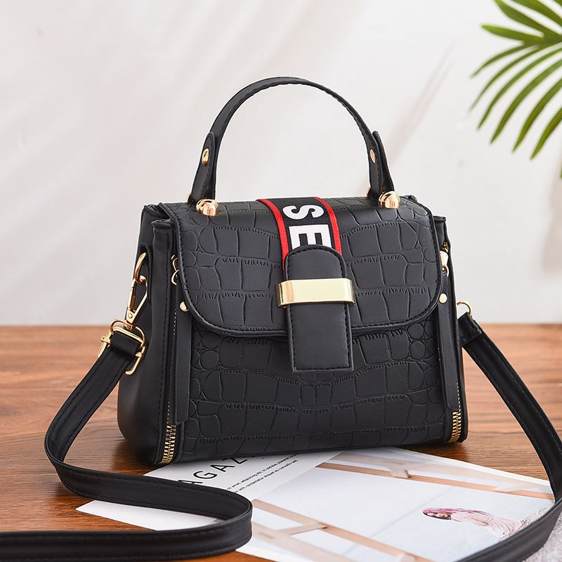 JT11071 IDR.180.000 MATERIAL PU SIZE L21XH15XW10CM WEIGHT 550GR COLOR BLACK