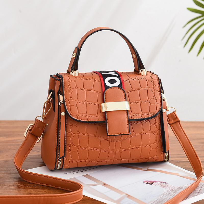 JT11071 IDR.180.000 MATERIAL PU SIZE L21XH15XW10CM WEIGHT 550GR COLOR BROWN