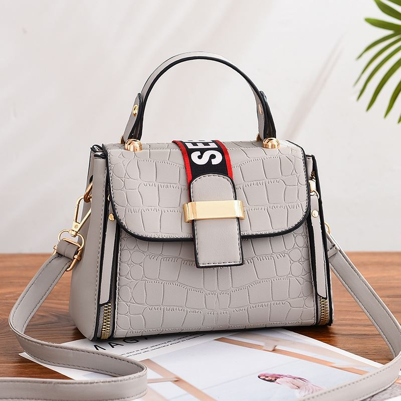 JT11071 IDR.180.000 MATERIAL PU SIZE L21XH15XW10CM WEIGHT 550GR COLOR GRAY