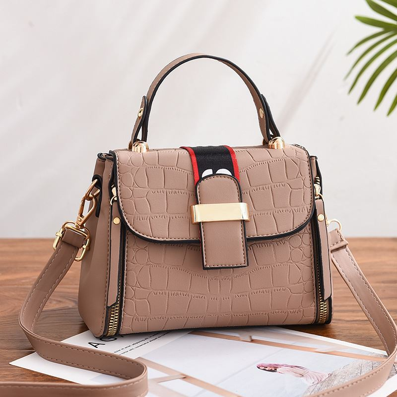 JT11071 IDR.180.000 MATERIAL PU SIZE L21XH15XW10CM WEIGHT 550GR COLOR KHAKI