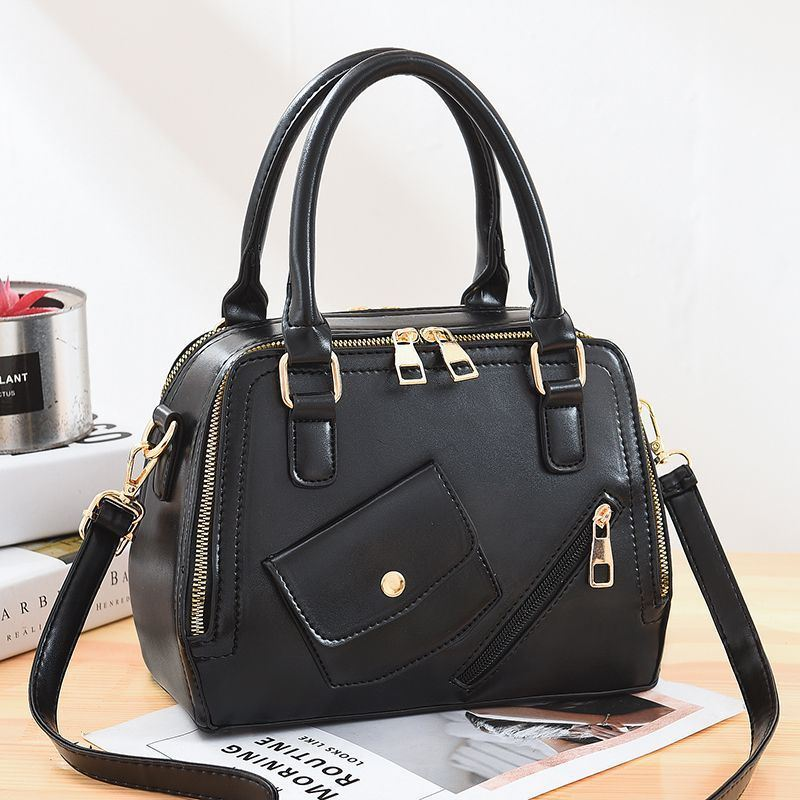 JT11117 IDR.185.000 MATERIAL PU SIZE L25XH18XW12CM WEIGHT 800GR COLOR BLACK