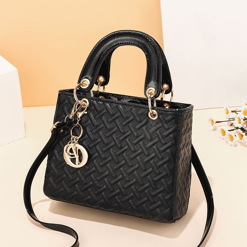 JT11361 IDR.179.000 MATERIAL PU SIZE L24XH19XW10CM WEIGHT 650GR COLOR BLACK