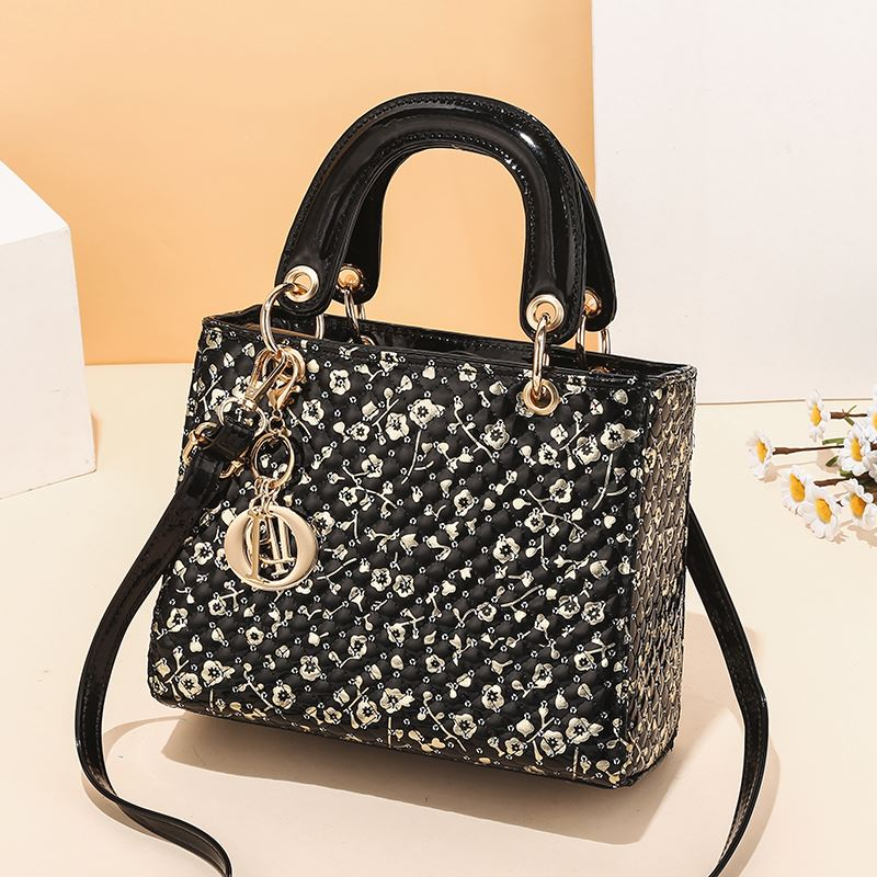 JT11361 IDR.179.000 MATERIAL PU SIZE L24XH19XW10CM WEIGHT 650GR COLOR BLACKFLOWER