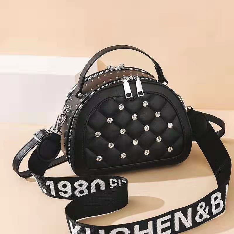JT120312 IDR.173.000 MATERIAL PU SIZE L23XH18XW8CM WEIGHT 500GR COLOR BLACK