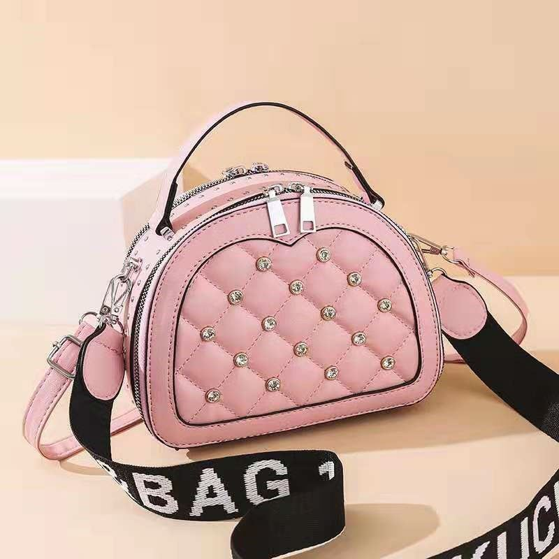 JT120312 IDR.173.000 MATERIAL PU SIZE L23XH18XW8CM WEIGHT 500GR COLOR PINK