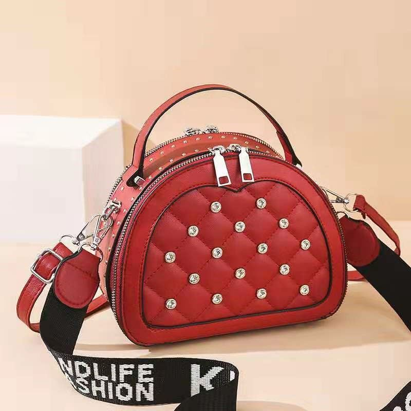 JT120312 IDR.173.000 MATERIAL PU SIZE L23XH18XW8CM WEIGHT 500GR COLOR RED