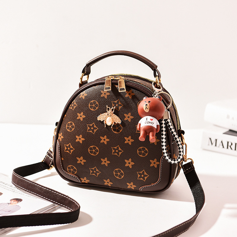 JT12051 IDR.175.000 MATERIAL PU SIZE L22XH17XW9CM WEIGHT 550GR COLOR FLOWERCOFFEE