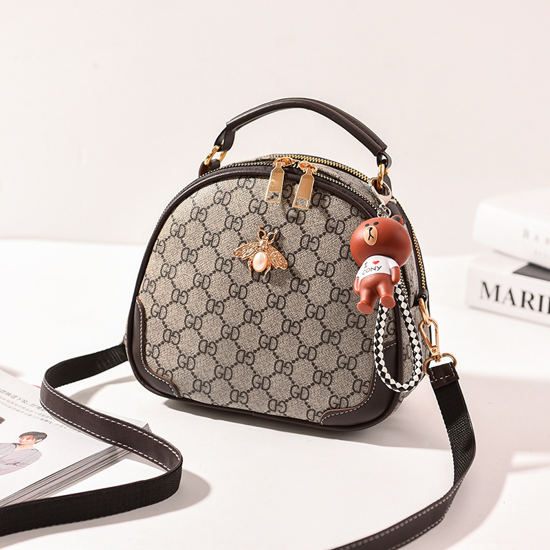 JT12051 IDR.175.000 MATERIAL PU SIZE L22XH17XW9CM WEIGHT 550GR COLOR GDCOFFEE