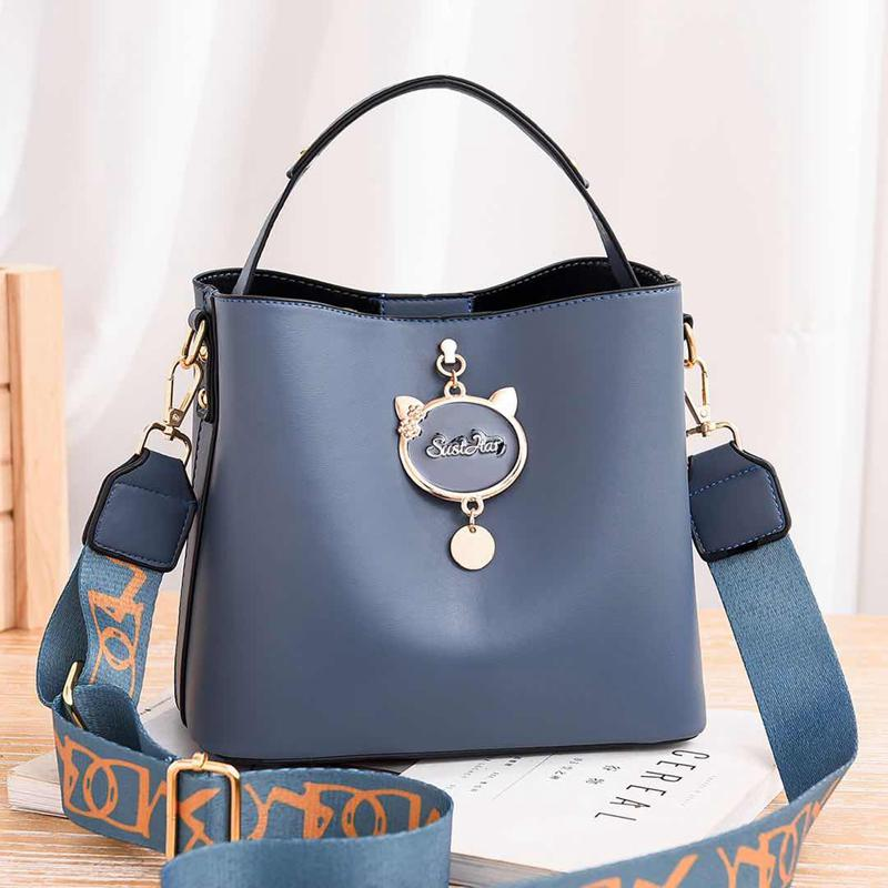 JT12111 IDR.171.000 MATERIAL PU SIZE L23XH19XW11CM WEIGHT 550GR COLOR BLUE