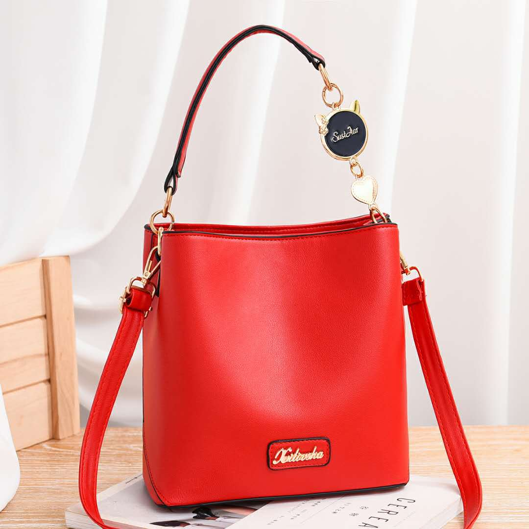JT1212 IDR.193.000 MATERIAL PU SIZE L21XH22XW12CM WEIGHT 600GR COLOR RED