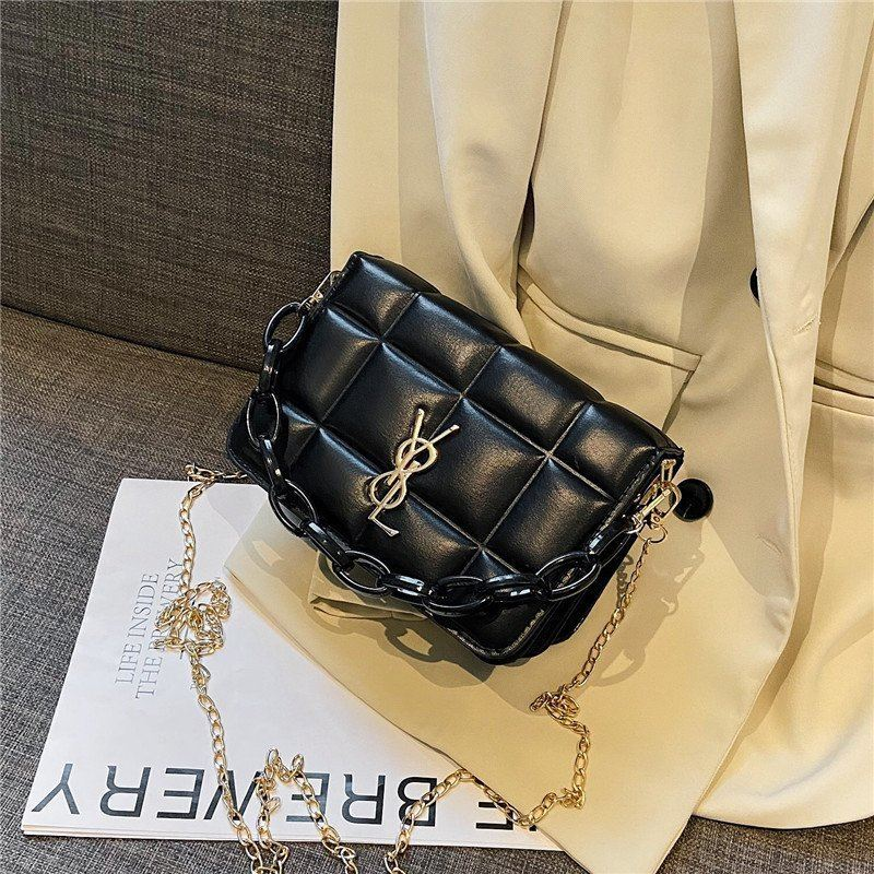 JT12120 IDR.145.000 MATERIAL PU SIZE L20XH13XW10CM WEIGHT 400GR COLOR BLACK