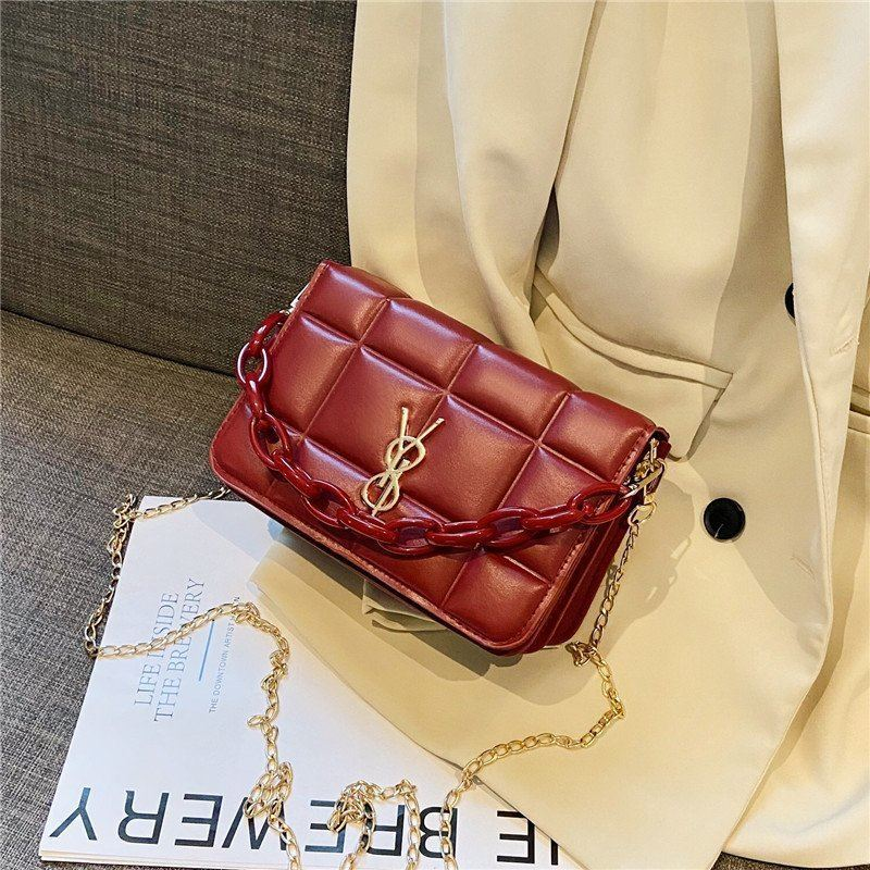 JT12120 IDR.145.000 MATERIAL PU SIZE L20XH13XW10CM WEIGHT 400GR COLOR RED