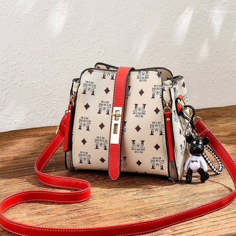 JT1222 IDR.160.000 MATERIAL PU SIZE L20XH17XW11CM WEIGHT 650GR COLOR RED