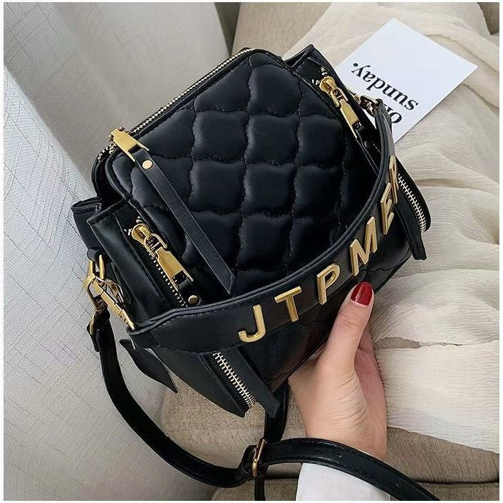 JT12549 IDR.170.000 MATERIAL PU SIZE L19XH19XW10CM WEIGHT 550GR COLOR BLACK