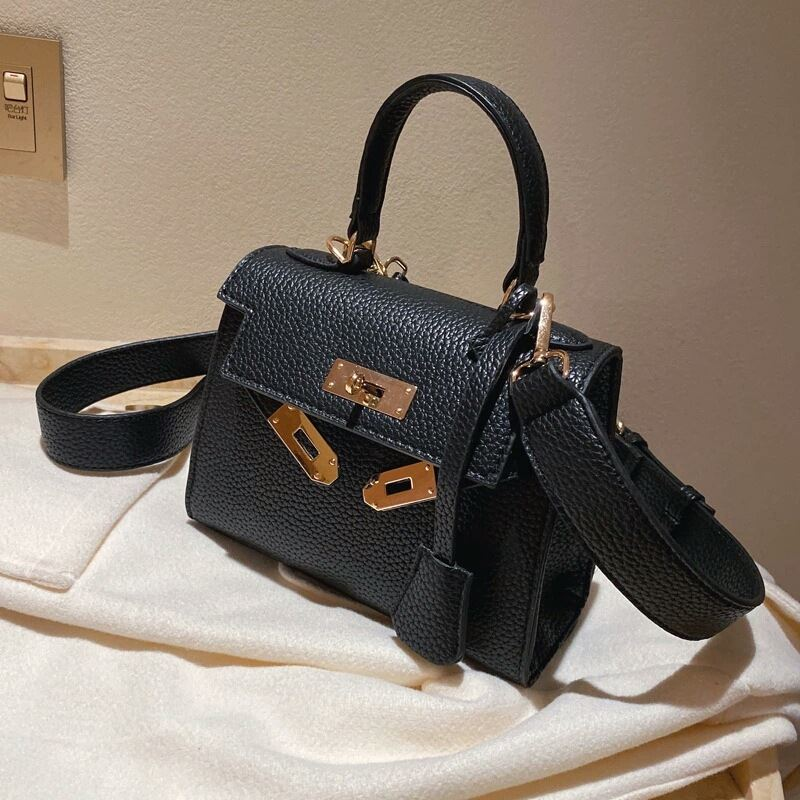 JT125507 IDR.177.000 MATERIAL PU SIZE L20XH16XW7CM WEIGHT 500GR COLOR BLACK