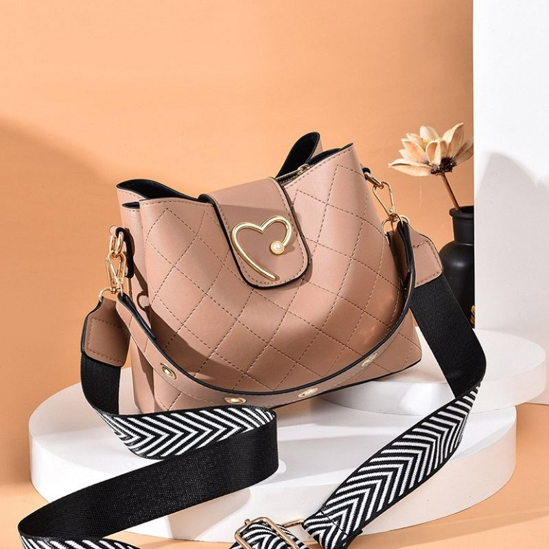 JT12902 IDR.160.000  MATERIAL PU SIZE L22XH19XW11CM WEIGHT 550GR COLOR KHAKI