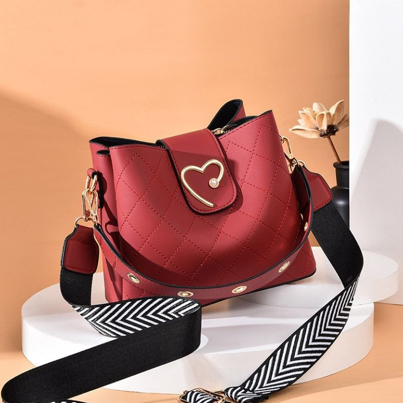 JT12902 IDR.160.000  MATERIAL PU SIZE L22XH19XW11CM WEIGHT 550GR COLOR RED