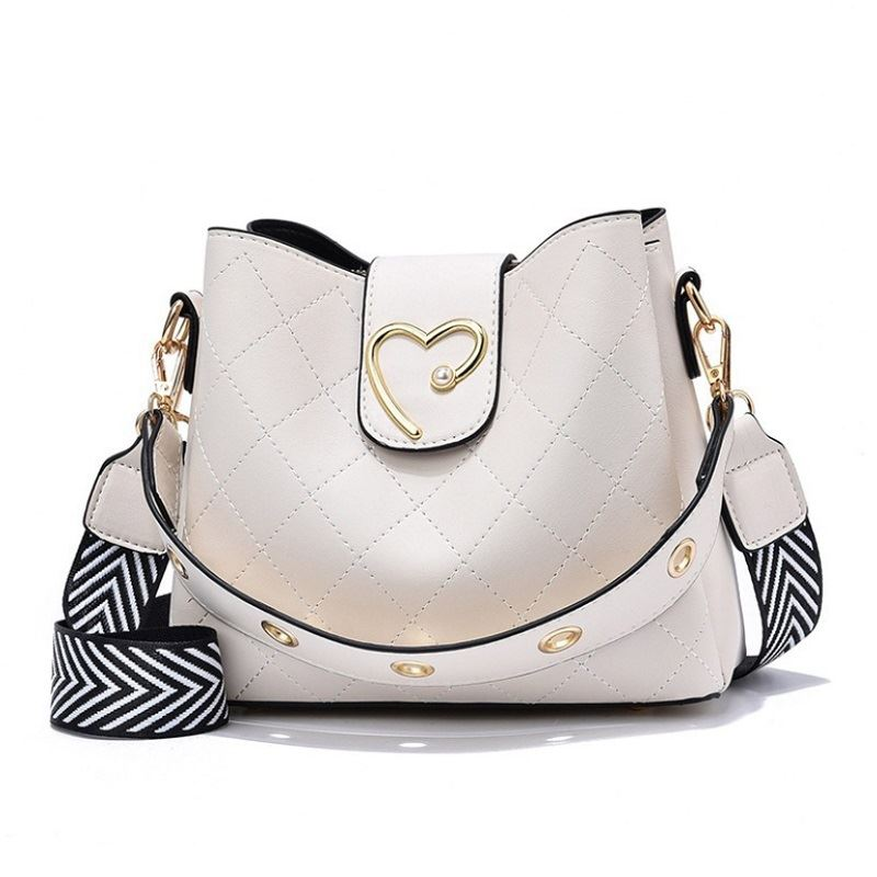 JT12902 IDR.160.000  MATERIAL PU SIZE L22XH19XW11CM WEIGHT 550GR COLOR WHITE
