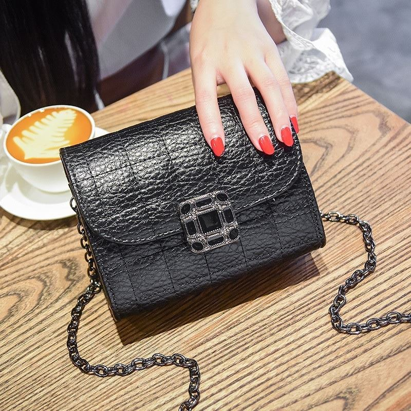 JT14100 IDR.162.000 MATERIAL PU SIZE L17.5XH13XW9CM WEIGHT 500GR COLOR BLACK