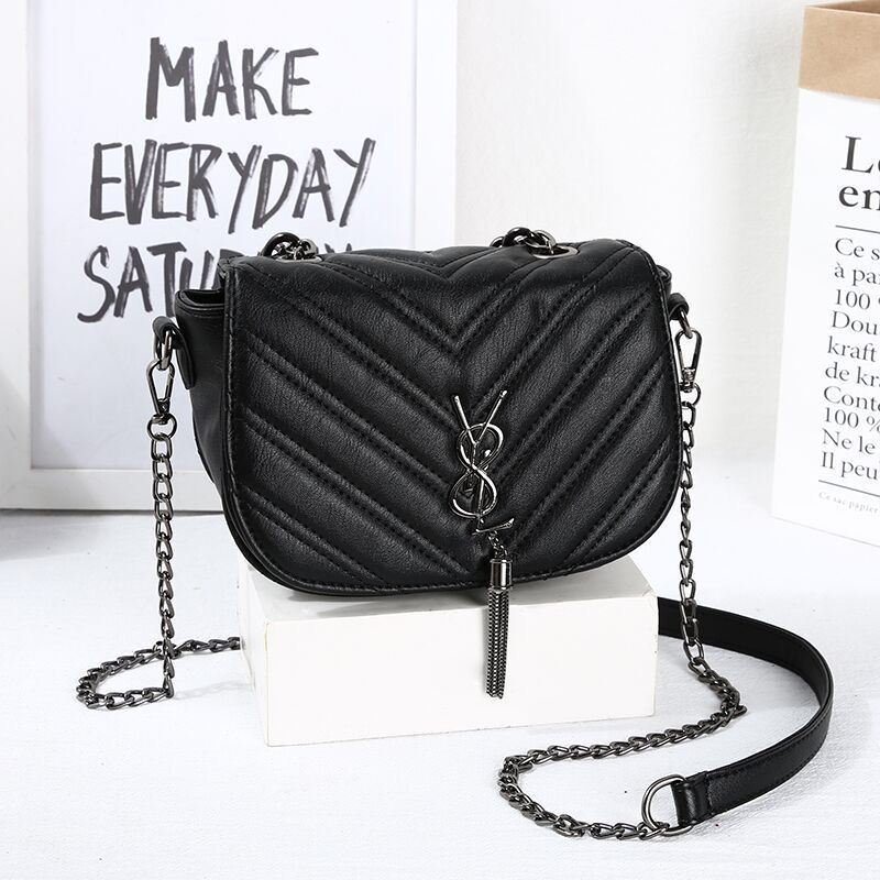 JT1562 IDR.150.000 MATERIAL PU SIZE L19XH15XW8CM WEIGHT 450GR COLOR POINTED