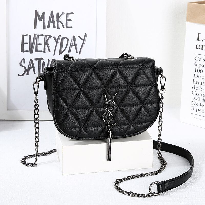 JT1562 IDR.150.000 MATERIAL PU SIZE L19XH15XW8CM WEIGHT 450GR COLOR TRIANGLE