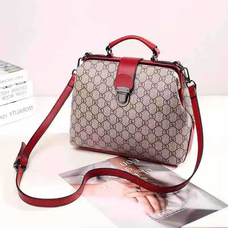 JT15853 IDR.166.000 MATERIAL PU SIZE L29XH19XW15CM WEIGHT 700GR COLOR GDRED
