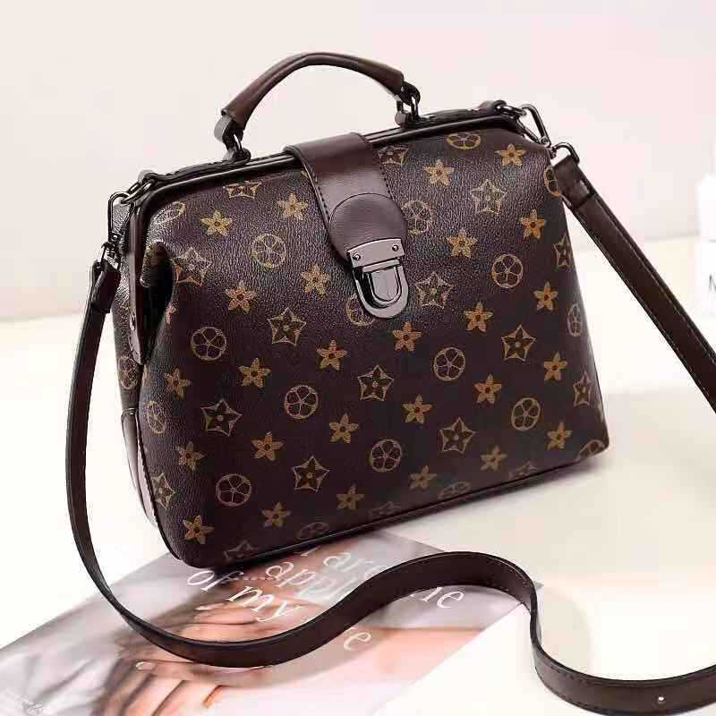 JT15853 IDR.166.000 MATERIAL PU SIZE L29XH19XW15CM WEIGHT 700GR COLOR STARBLACK