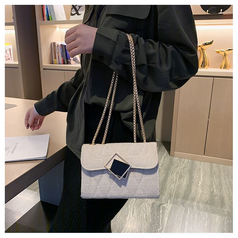 JT17576 IDR.130.000 MATERIAL CLOTH SIZE L19XH14XW6.5CM WEIGHT 350GR COLOR BEIGE