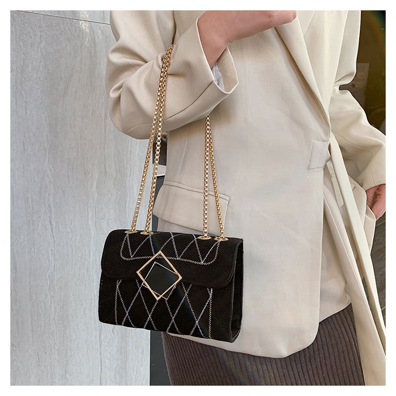 JT17576 IDR.130.000 MATERIAL CLOTH SIZE L19XH14XW6.5CM WEIGHT 350GR COLOR BLACK