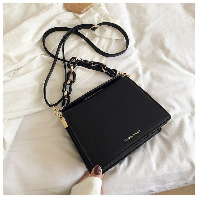 JT18140 IDR.167.000 MATERIAL PU SIZE L21XH17XW9CM WEIGHT 550GR COLOR BLACK